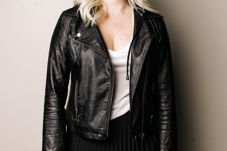 trish-taylor-pleated-midi-skirt-and-leather-jacket