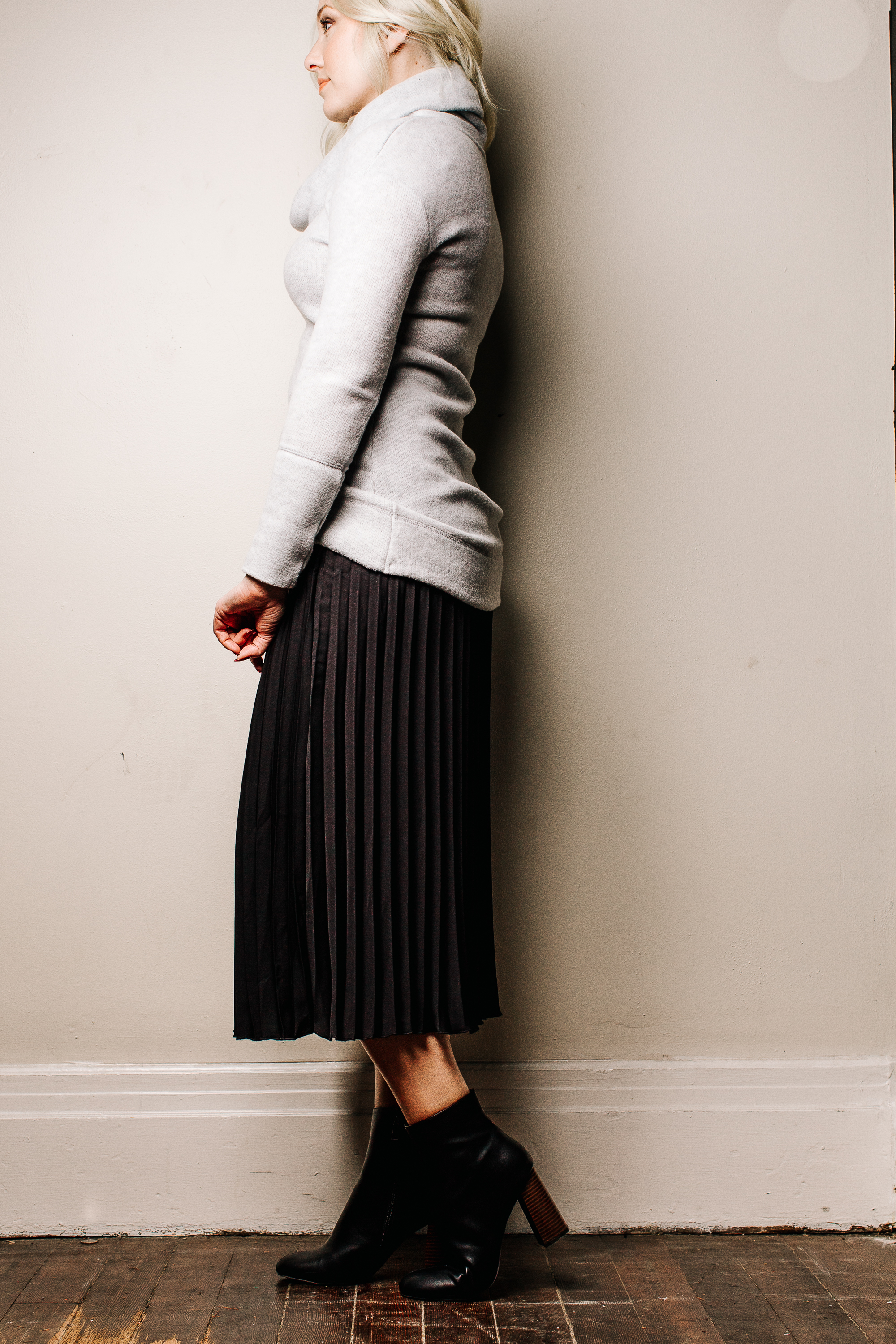 trish-taylor-pleated-midi-skirt-with-sweater-full