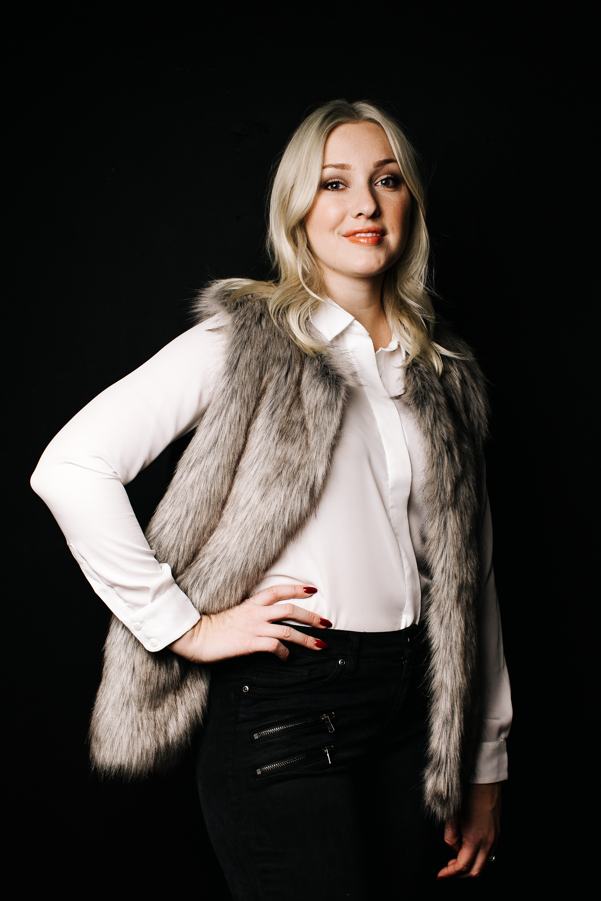 trish-taylor-white-shirt-fur-vest-zipper-jeans